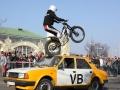 11_motocykl_kaskaderi