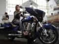 1_motocykl_stredni-hala_modelka