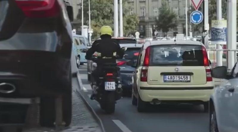 BESIP-motocykl-ve-meste-video