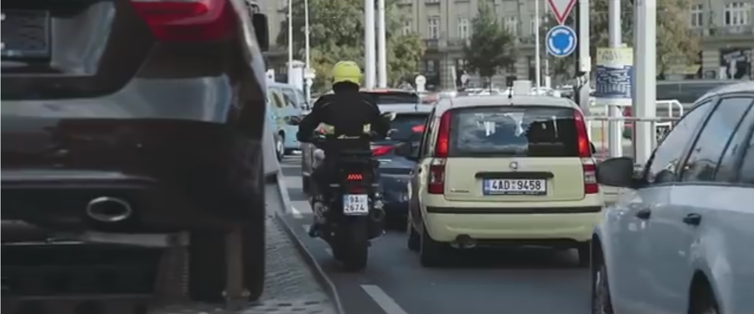 BESIP-motocykl-ve-meste-video