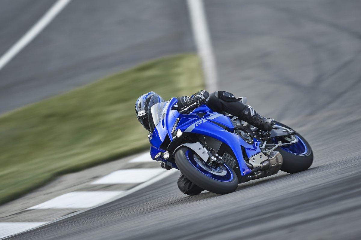 2020-Yamaha-YZF-R1- (25)