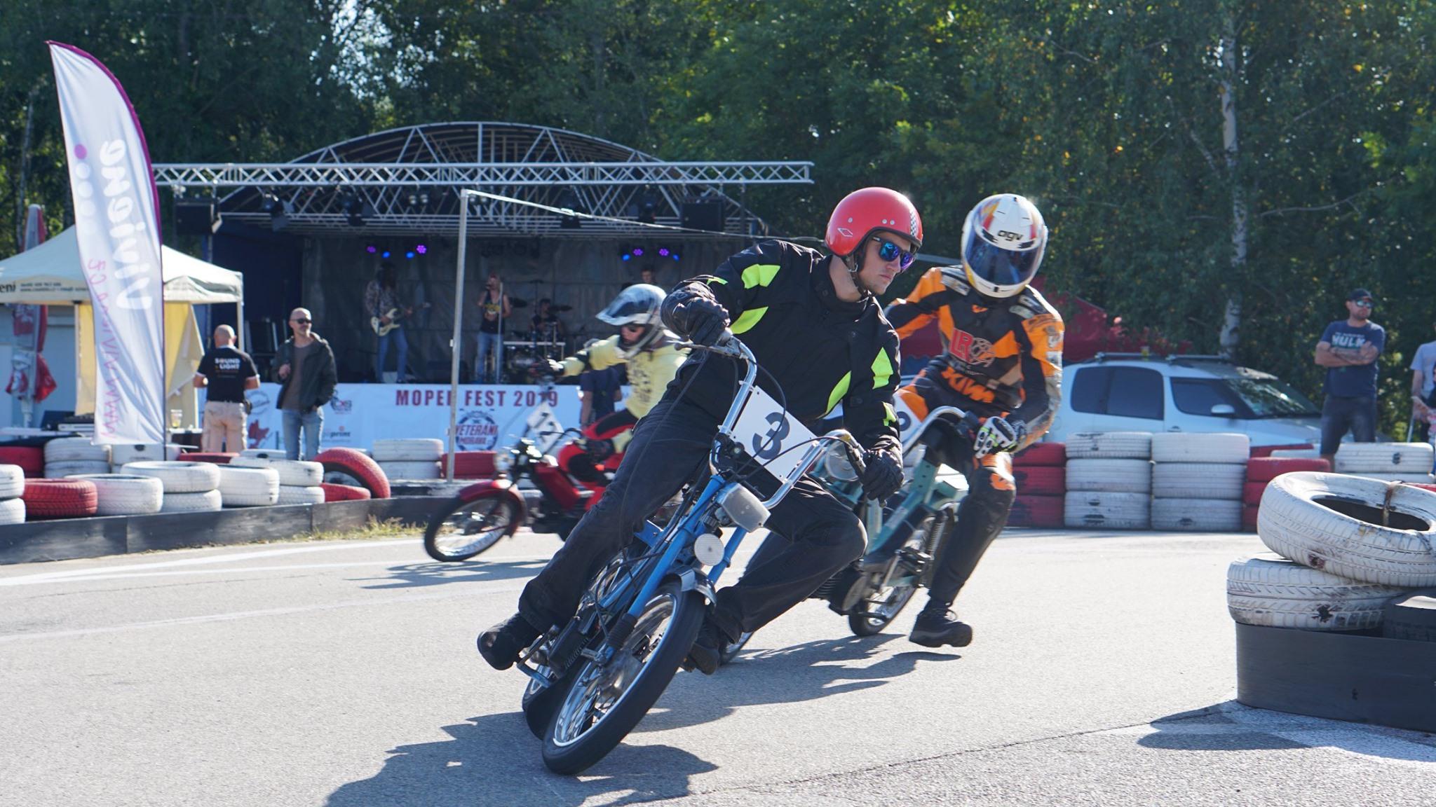 V sobotu 5. září se pojede další 12hodinový závod mopedů. Budete u toho?
