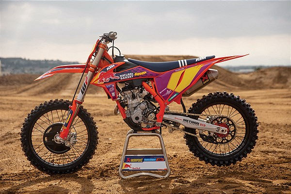 KTM odhaluje KTM 250 SX-F TROY LEE DESIGNS