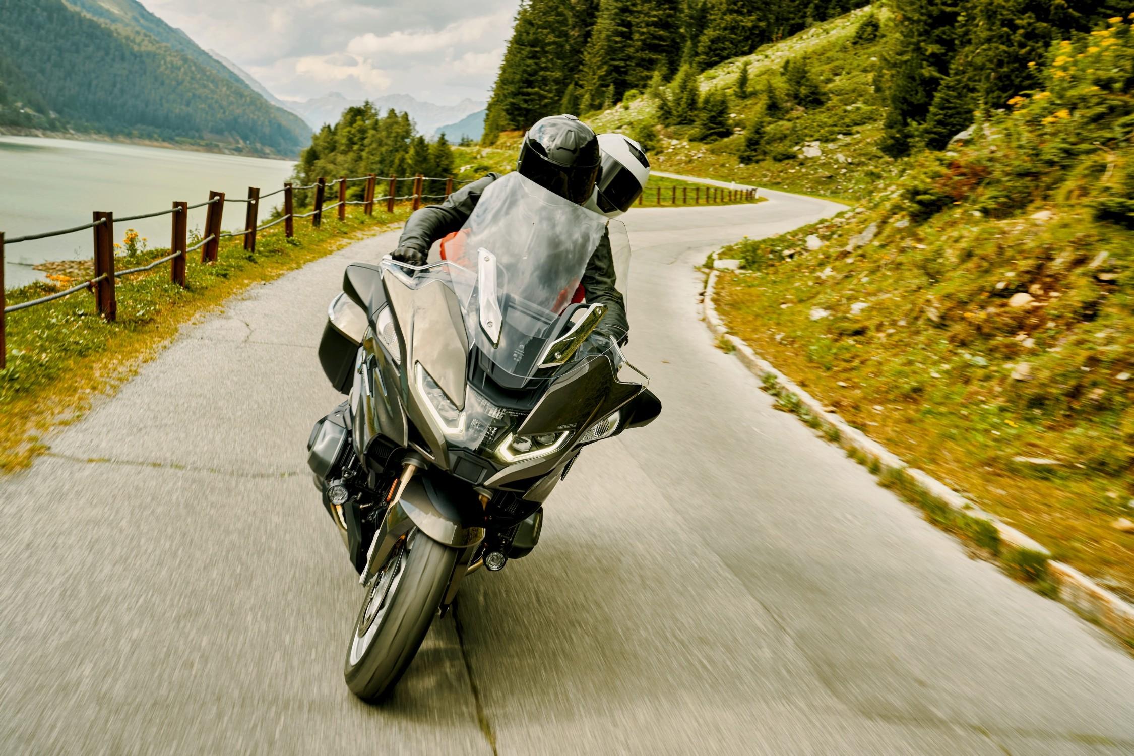 BMW Motorrad představuje nové BMW R 1250 RT pro modelový rok 2021
