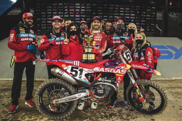 GASGAS Factory Racing se zapsal do historie v závodech AMA Supercross World Championship prvním vítězstvím v Main Eventu 450SX